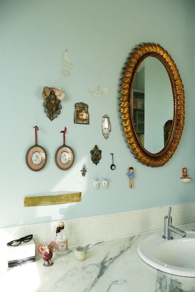 - marchini-architecture.com, - Clapham, - bathroom detail, - quirky bathroom decoration, - vintage bathroom decoration
