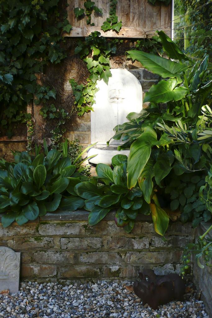 - marchini-architecture.com, - Clapham, - water feature, - garden detail