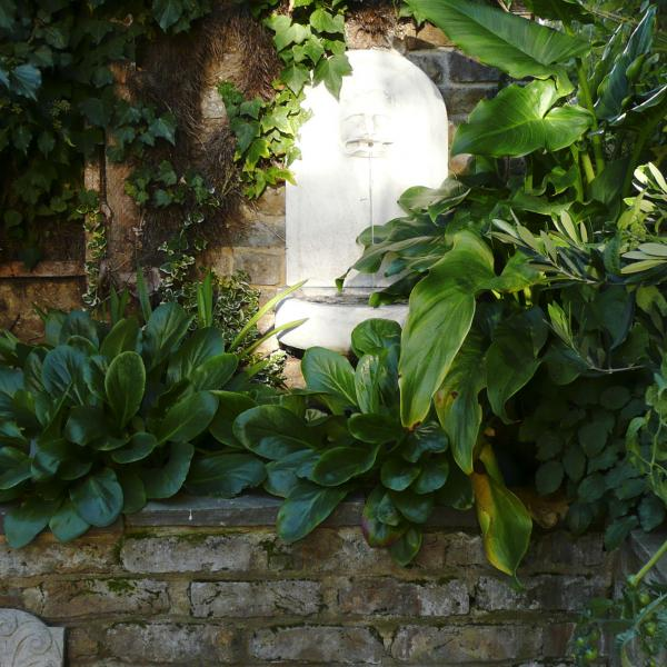 - marchini-architecture.com, - Clapham, - water feature, - garden detail
