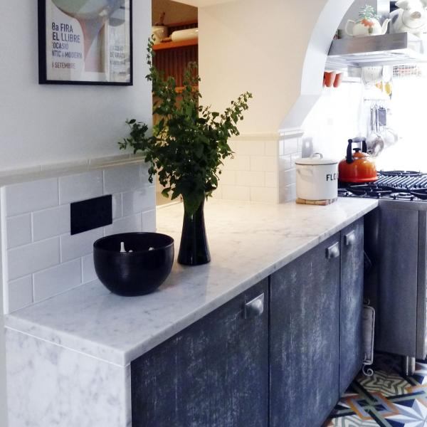- marchini-architecture.com, - Clapham, -industrial kitchen look, - distressed kitchen doors